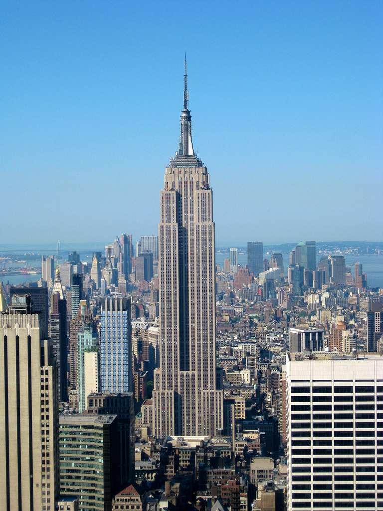 L'Empire State Building offre des vues spectaculaires sur la Grosse Pomme. Il est devenu célèbre notamment grâce au film King Kong de 1933, tourné peu après la construction de l'édifice. © Jiuguang Wang, Wikimedia Commons, CC by-sa 2.0