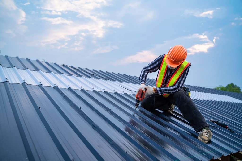 Pose de toiture neuve © tong2530, AdobeStock