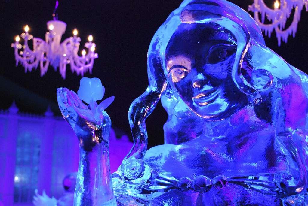 Sculpture sur glace au festival de Bruges