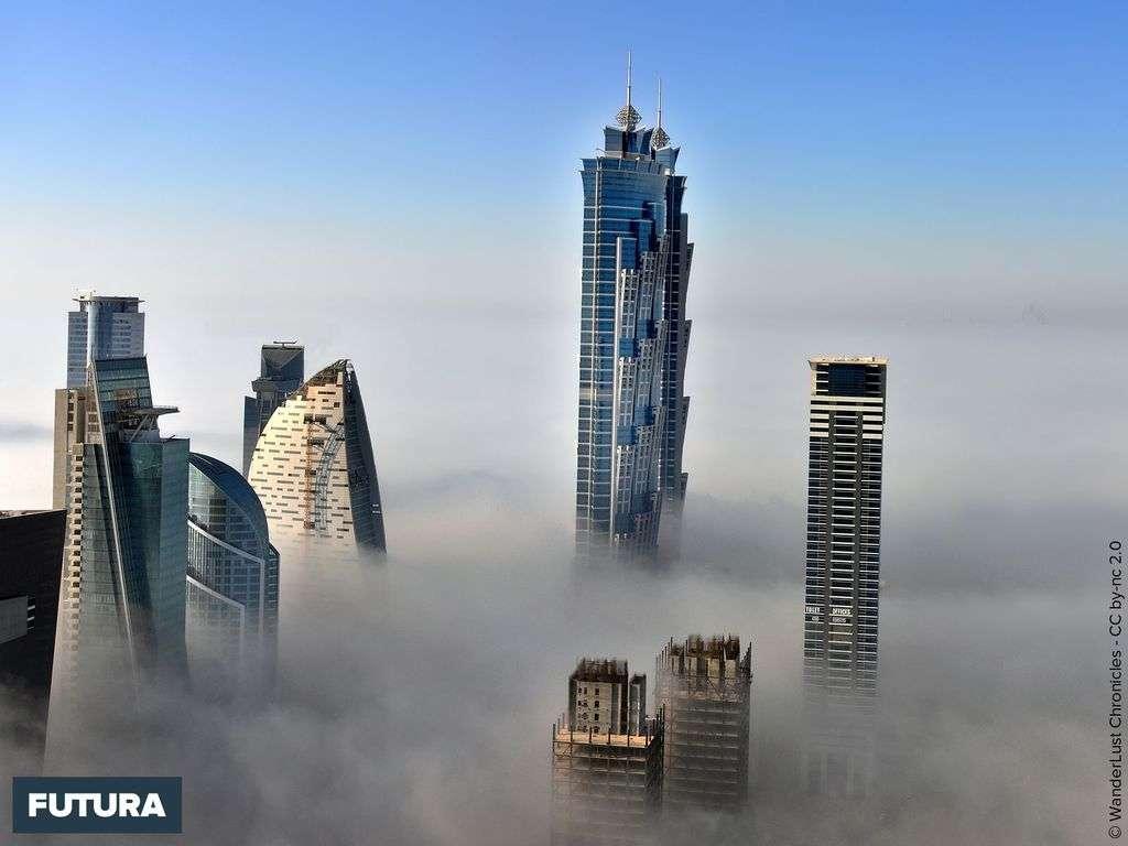 Les Emirates Towers deux tours jumelles, Dubaï, aux Émirats arabes unis.