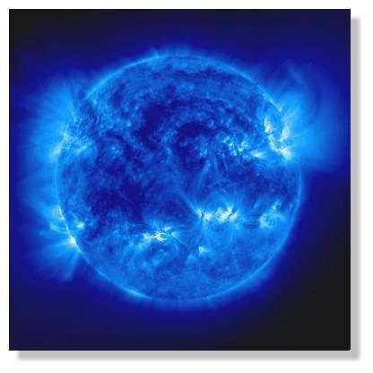 L'énergie du Soleil provient de réactions de fusion de l'hydrogène en son centre. © NASA/ESA/SOHO