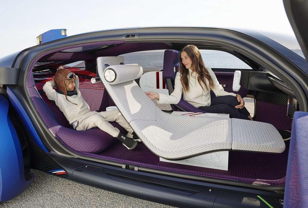 L'intérieur de la Citroën 19_19 a été conçu comme un salon, avec des éléments totalement différents selon la position que l'on souhaite adopter durant un voyage. © Citroën