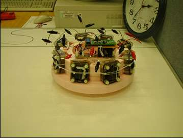 Ecobot-II et ses huit piles à combustible. © Chris Melhuish, University of Bristol and University of the West of England
