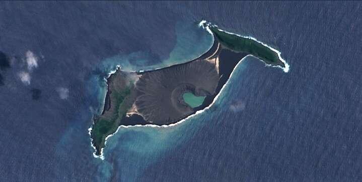 Hunga Tonga-Hunga Ha'apai, entourée de deux îles plus anciennes, vue par le satellite d'observation de la Terre Sentinel 2. © ESA
