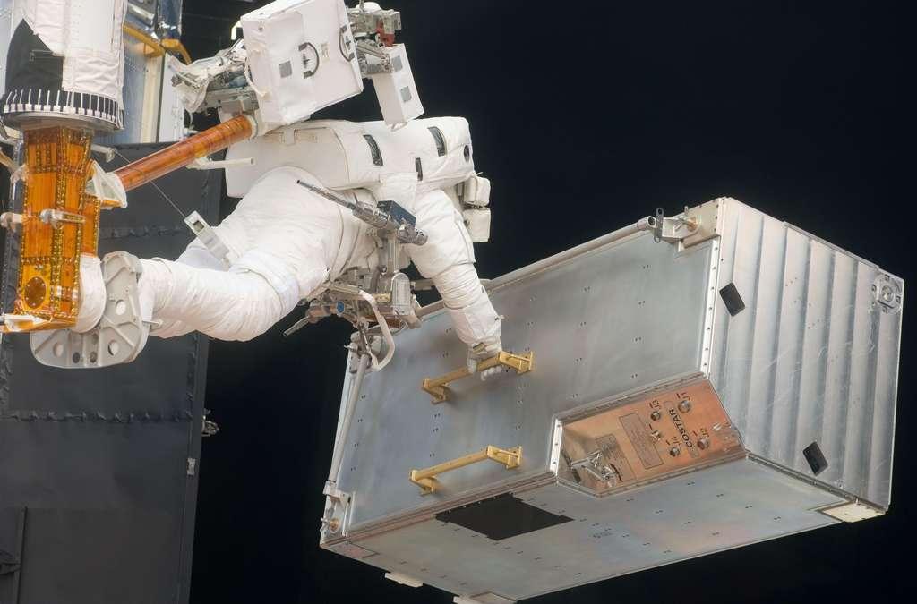 Opérations de récupération au milieu de l'espace
