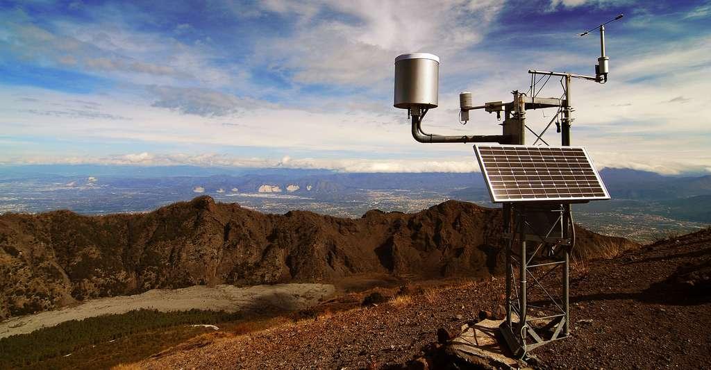 Quels instruments météorologiques utilisés ? Ici, une station météorologique sur le Vésuve, en Italie. © Michal Osmenda, CC by-sa 2.0