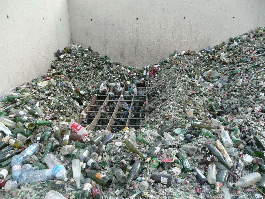 Entrer dans l'usine de recyclage du verre par la petite porte
