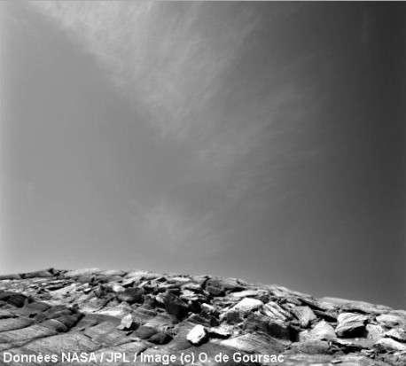 Fins cirrus de glace d'eau survolant vers 20 km d'altitude le site d'Opportunity sur Meridiani Planum vers 9h30 du matin au Sol 291 de la mission © Données Nasa/JPL / Image © O. de Goursac