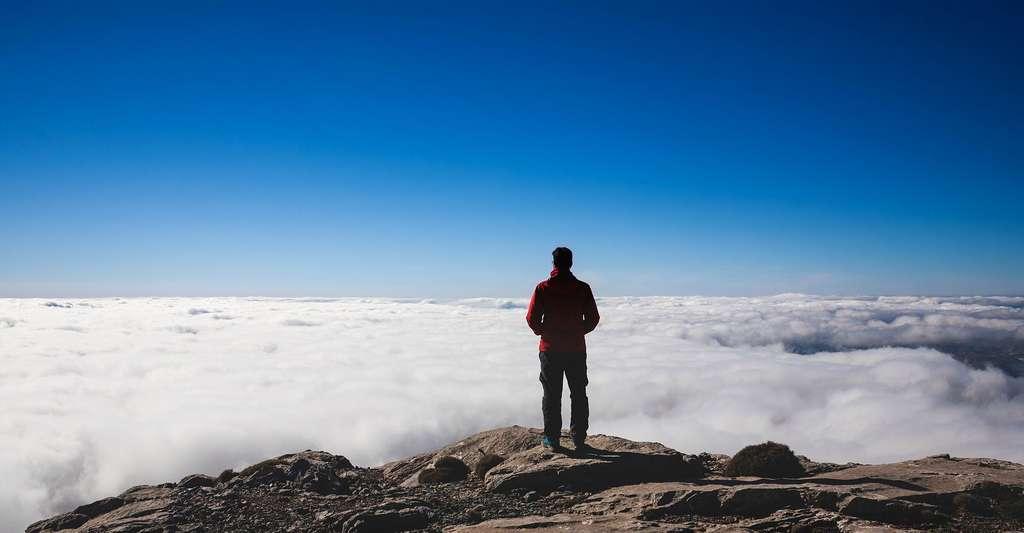 Le ciel d'un bleu pur en haute montagne. © StockSnap, PIxabay, DP