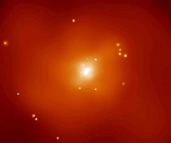 La galaxie NGC 720 est située à environ 80 millions d'années-lumière en direction de la constellation de la Baleine (Cetus en latin). Sur cette image prise par Chandra, cette galaxie elliptique apparaît clairement enveloppée d'un nuage de gaz émettant des rayons X. Visible sur cette image en fausses couleurs, la température extrême du gaz, environ 7 millions de degrés, rend impossible, en se basant sur la loi de Newton, le confinement du nuage à proximité de NGC 720 grâce à la seule gravité des étoiles visibles de la galaxie. Ce nuage est souvent présenté comme une preuve solide de la présence de matière noire entourant NGC 720 car son influence gravitationnelle peut empêcher le nuage de gaz chaud de s'échapper. La théorie Mond semble désormais fournir elle aussi une bonne description du comportement de ce nuage. © D. Buote (UC Irvine) et al., CXC, Nasa