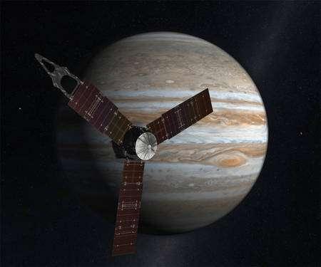 Cliquer pour agrandir. Une vue d'artiste de la sonde Juno en orbite autour de Jupiter. Elle devrait être lancée en 2011 et arriver en 2016 pour une mission d'une durée d'un an. Elle sera uniquement alimentée en électricité par des panneaux solaires car les progrès dans ce domaine permettent maintenant de se passer des générateurs thermoélectriques à isotopes radioactifs. Crédit : Nasa