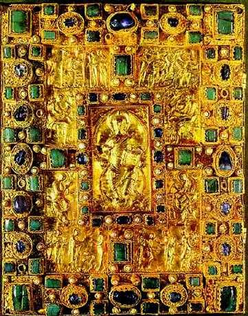 Reliure du codex Aureus de St Emmeran, IXe siècle, or repoussé et pierres précieuses. © DR