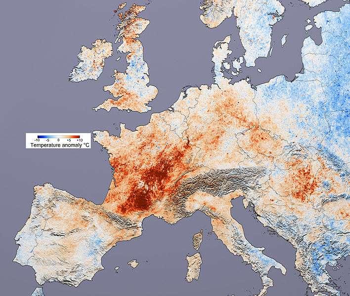 Les anomalies de températures en Europe en juillet 2003, au début de la canicule meurtrière, calculées grâce à l'instrument Modis du satellite Terra, de la Nasa. L'échelle donne la signification des couleurs, indiquant les écarts de températures avec juillet 2001. © Nasa