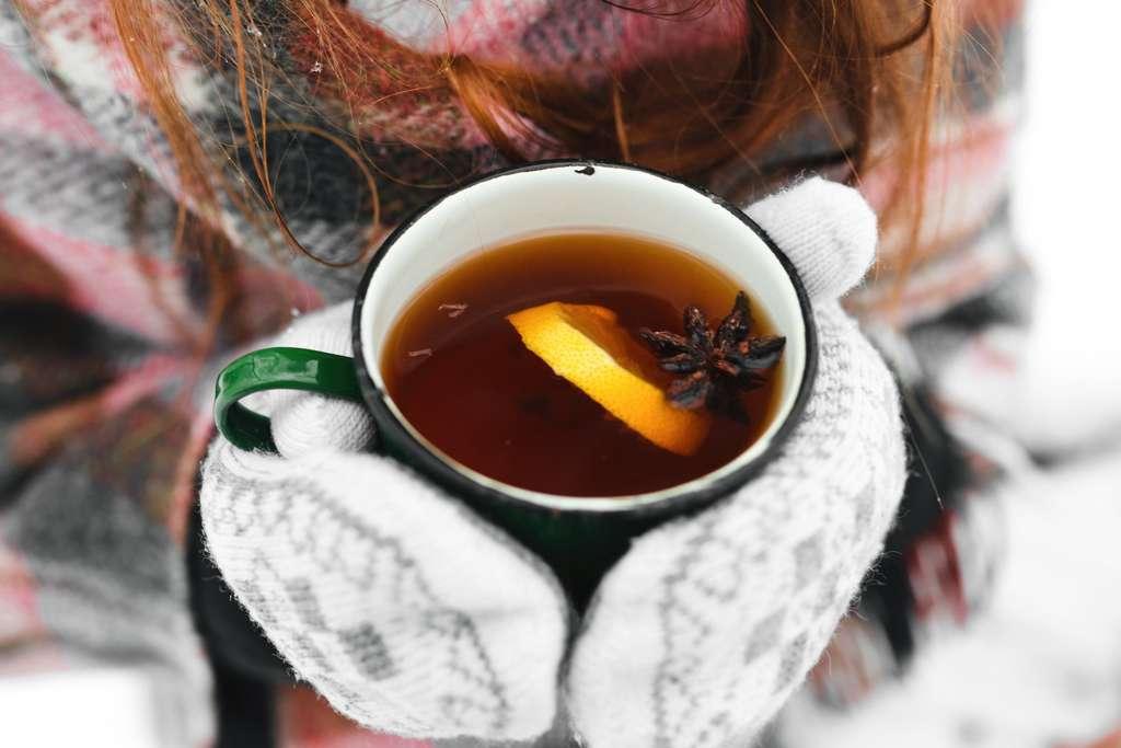 Buvez chaud, mais pas brûlant, vous aidera à lutter contre le froid. © Andrii, Fotolia