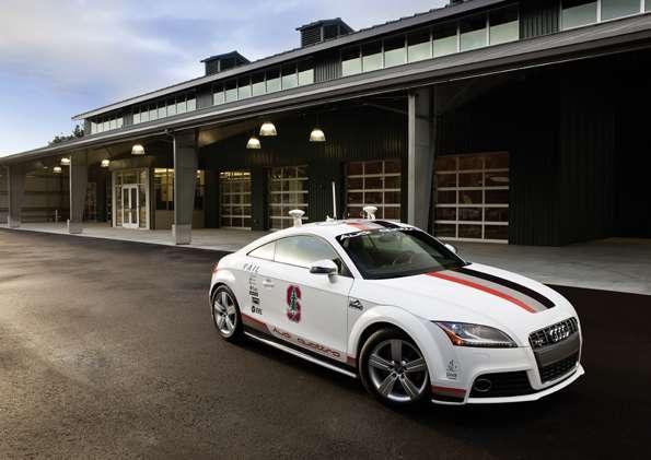 Audi travaille depuis 2009 sur son projet de voiture autonome lié au modèle TTS développé en collaboration avec l'université nord-américaine de Stanford. En 2010, ce prototype s'est illustré en effectuant la fameuse course de côte de Pikes Peak dans le Colorado (États-Unis).© Audi