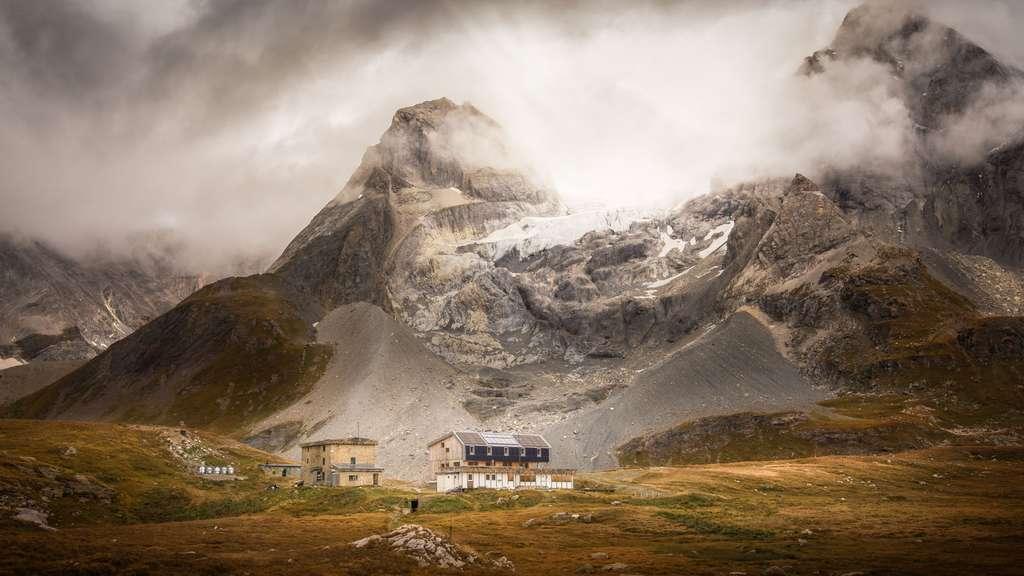 Au pied du glacier de la Grande Casse en Savoie