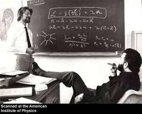 À gauche John Bell, à droite le prix Nobel Martinus Veltman. © CERN, AIP Emilio Segre Visual Archives.