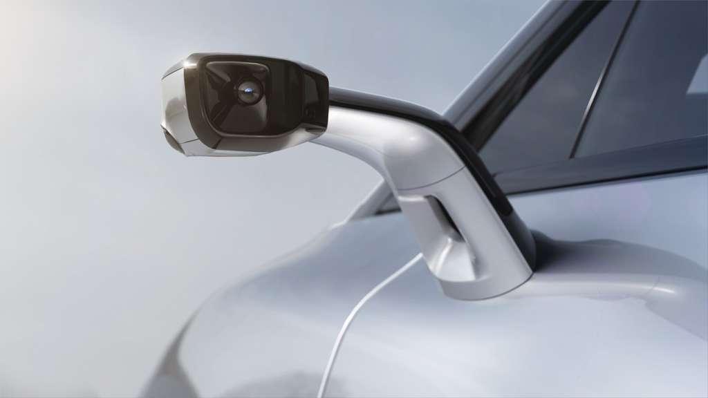 Les rétroviseurs extérieurs sont des caméras qui renvoient l'image au rétroviseur central qui est en fait un écran HD. © Faraday Future