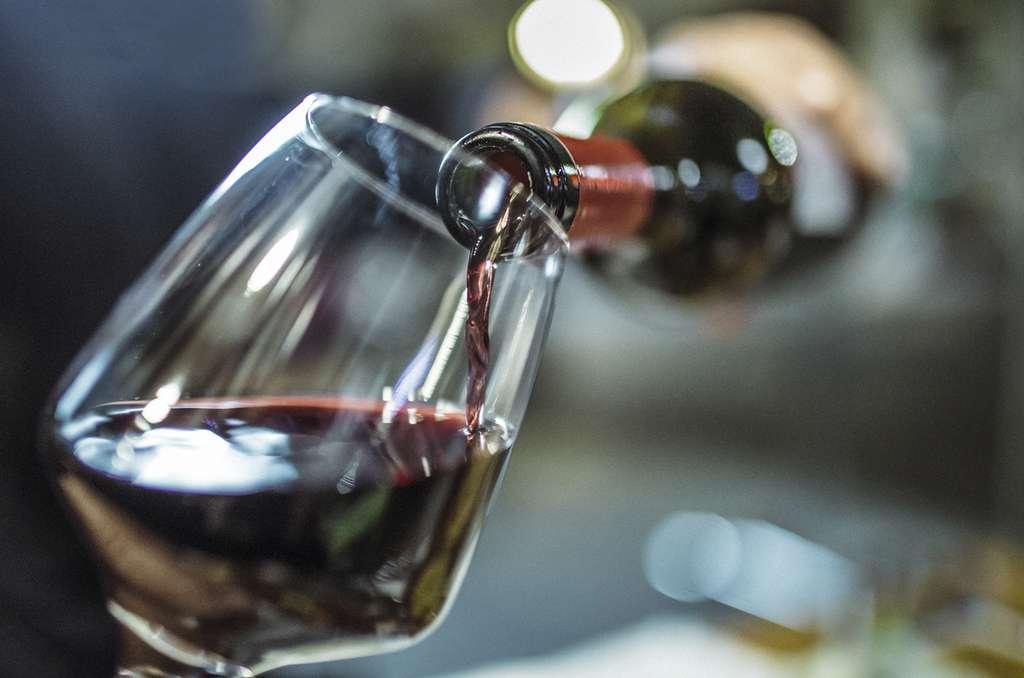 Le vin contient huit fois plus d'alcool que de tanins. © Instants, Istock.com