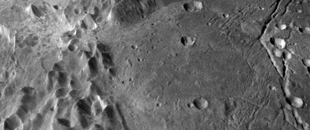 Chaîne de montagnes et plaines volcaniques sur Charon vues ici en perspective. © Lunar and Planetary Institute, Paul Schenk