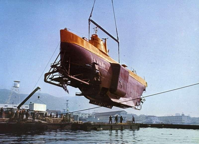 Le bathyscaphe Archimède prêt pour une mise à l'eau. © Commandant Houot, CC by-nc-sa 2.0