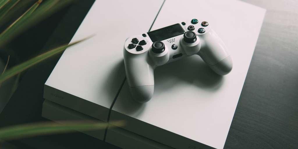 Les promotions sur les consoles PS4 sont intéressantes en cette période. © Unsplash