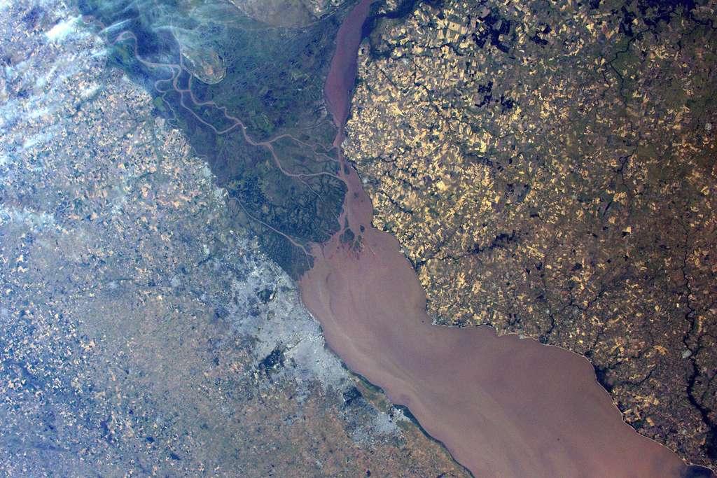 De part et d'autre du Rio de la Plata, l'Argentine et l'Uruguay. © ESA, Nasa