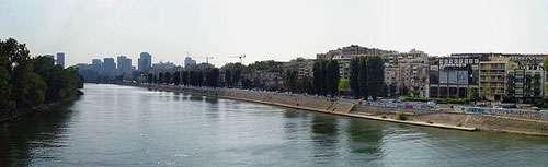 Vue de la Seine près de l'Île de la Jatte (à gauche) et de Courbevoie (à droite). © Clicsouris, Licence Creative Commons Paternité – Partage des conditions initiales à l'identique 2.5 générique