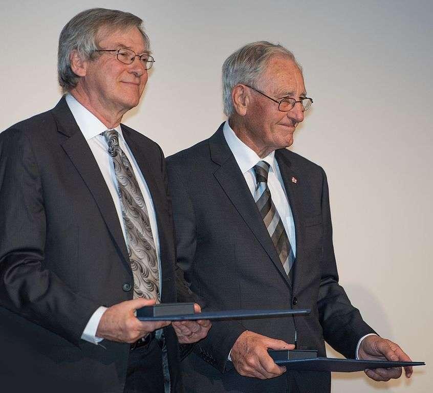 De gauche à droite, en 2016, Roger Blandford et Roy Kerr, le mathématicien qui a découvert la solution des équations d'Einstein décrivant un trou noir en rotation. © Bengt Nyman, CC by-sa 4.0