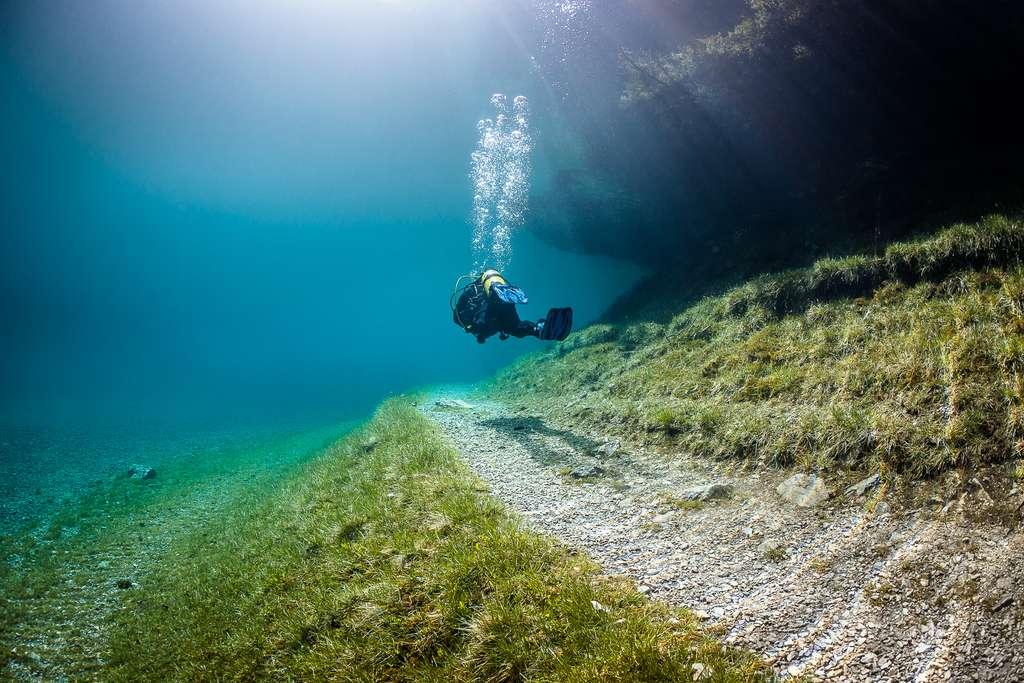 Promenade sous-marine dans le lac Vert