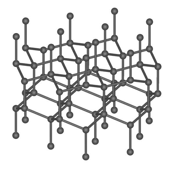 En haut, la structure cubique d'un diamant naturel. En bas, la structure hexagonale d'un diamant artificiel — également qualifié de lonsdaléite. © Anton, Wikimedia Commons, CC by-sa 3.0 et Mstroeck, Wikimedia Commons, CC by-sa 3.0