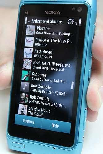 Attention au téléchargement sur vos smartphones ! © RafB, CC
