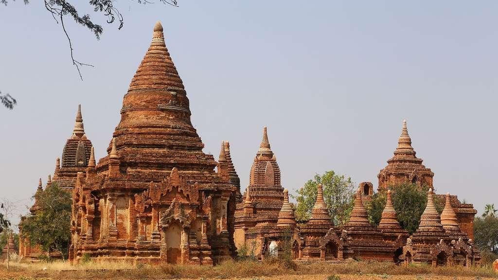Pagode près du temple de Htilominlo
