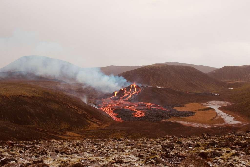 Le samedi matin du 20 mars 2021, l'éruption dans la vallée de Geldingadalur avait cet aspect. © Icelandic Met Office
