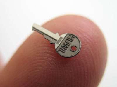 Un exemple de réalisation d'une clé de petite taille sur un doigt