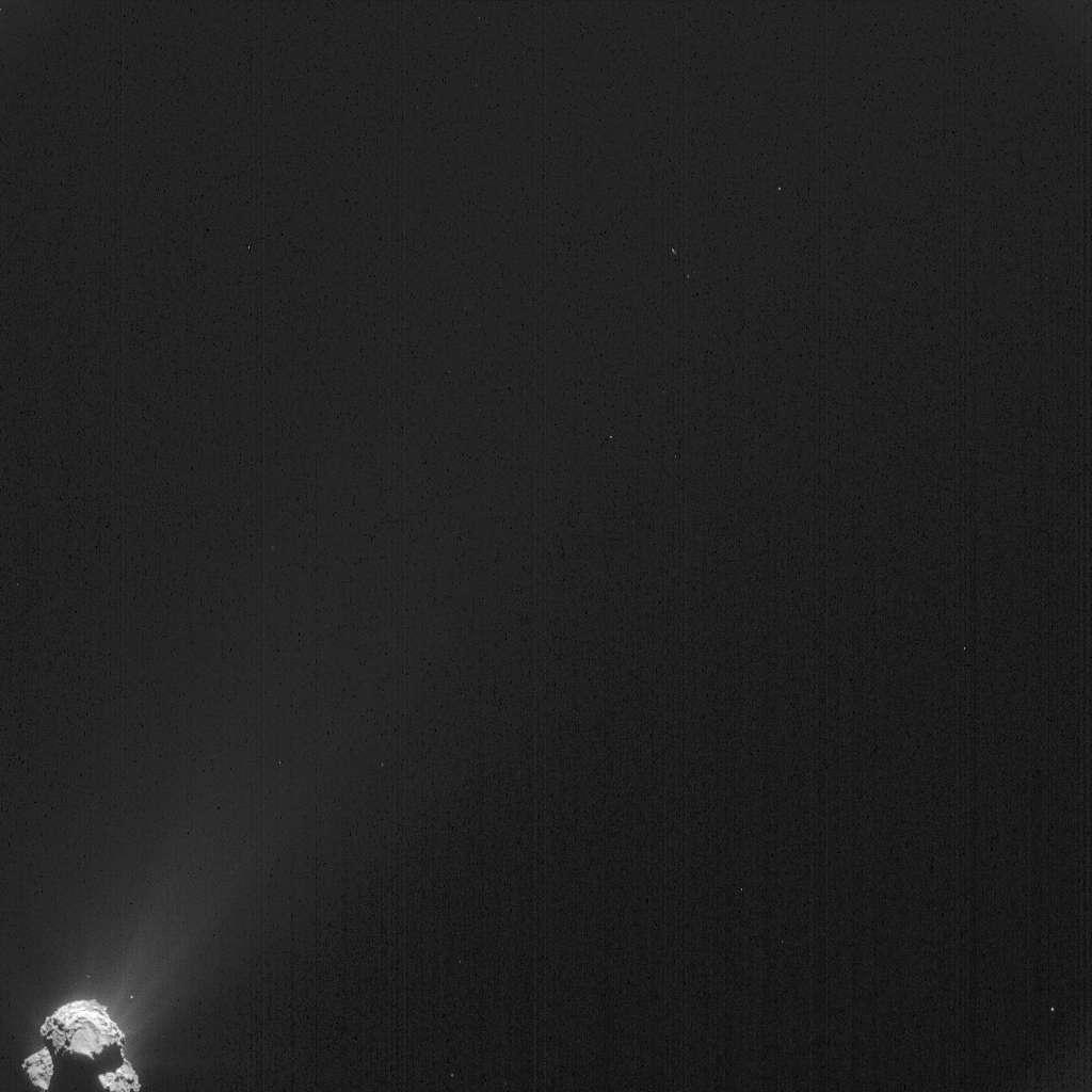 Cette image a été prise par la caméra de navigation de Rosetta à près de 385 km du noyau de la comète 67P/Churyumov-Gerasimenko, le 2 avril 2015, quelques heures après l'incident. La résolution est de 33 m/pixel. © Esa, Rosetta, NavCam - CC BY-SA IGO 3.0