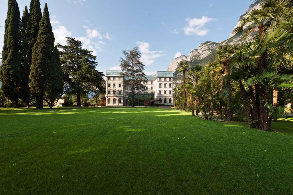 Le Lido Palace et son allée centrale