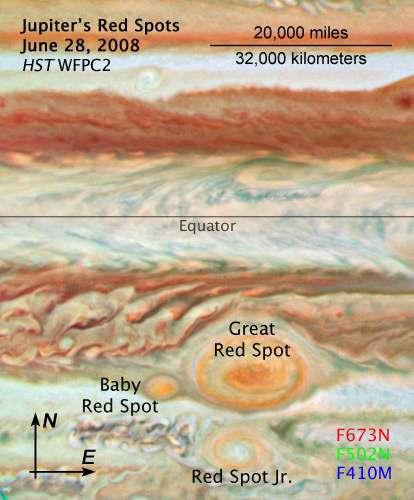 Figure 1. Au sud de l'équateur de Jupiter, la Grande Tache Rouge (Red Spot), la Tache Rouge Junior (Red Spot Jr) et la Petite Tache Rouge (Baby Red Spot). © Nasa, Esa, Zolt Levay (STScI) et A. Simon-Miller (Nasa Goddard Space Flight Center)