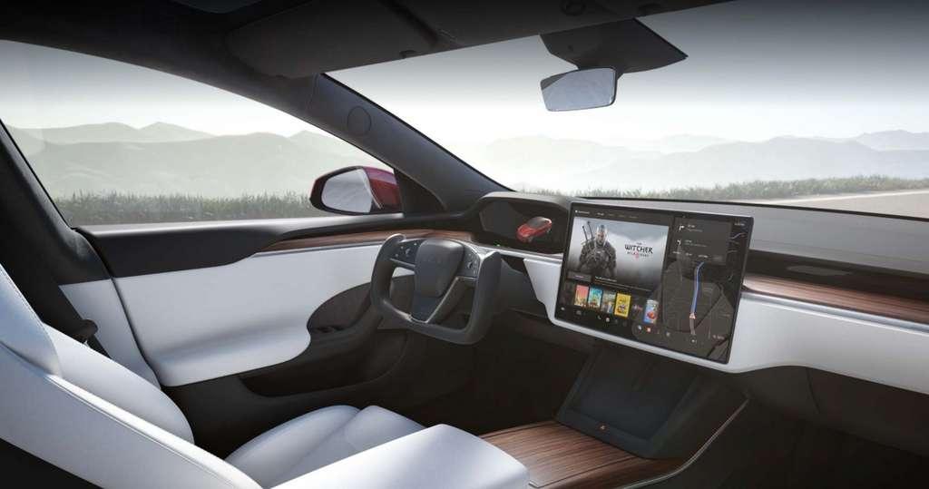 L'intérieur de la Tesla Model S Plaid et son volant « yoke ». © Tesla