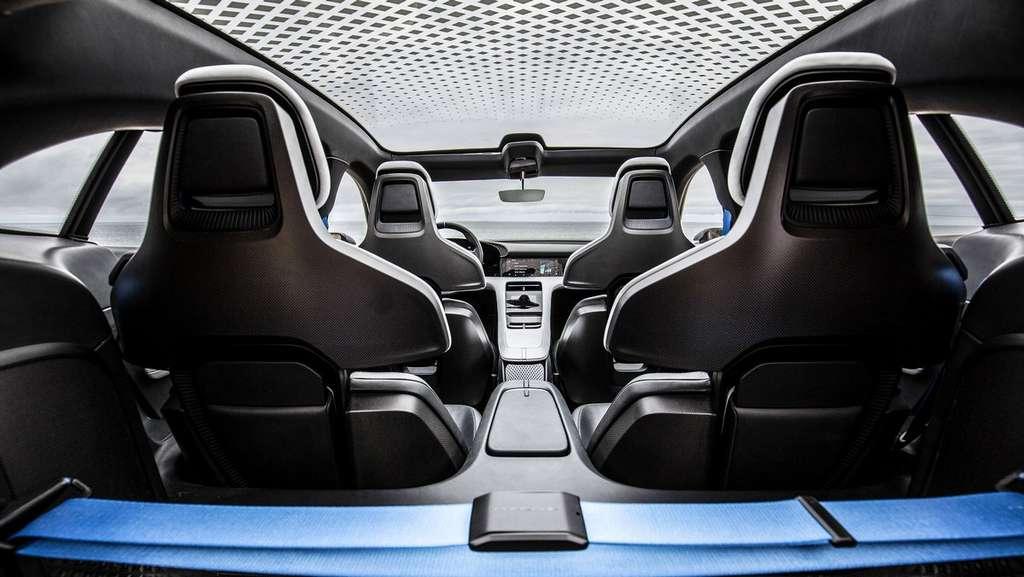 L'intérieur de la version prototype de la Porsche Taycan Cross Turismo. © Porsche