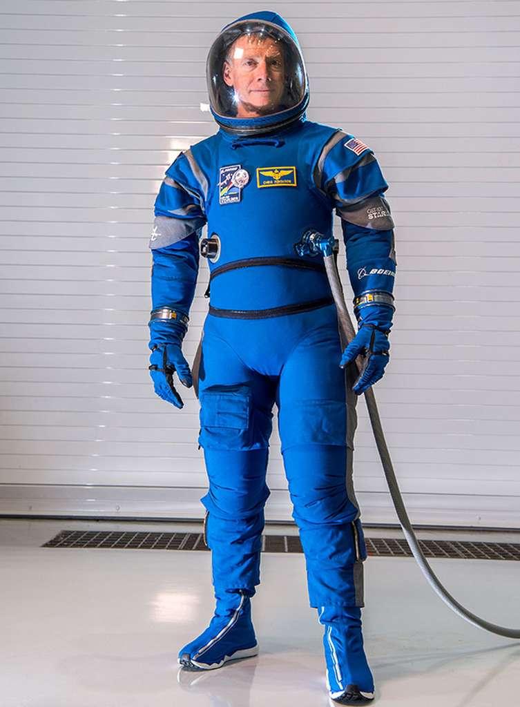 L'astronaute Christopher Ferguson porte la nouvelle combinaison de Boeing. © Boeing