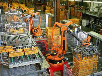 Robot de palettisation Kuka intégré dans une chaîne de production. © Wikimedia Commons