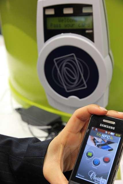 La technologie NFC permet de payer directement avec son téléphone portable. © Feuillu, Flickr CC by nc 2.0