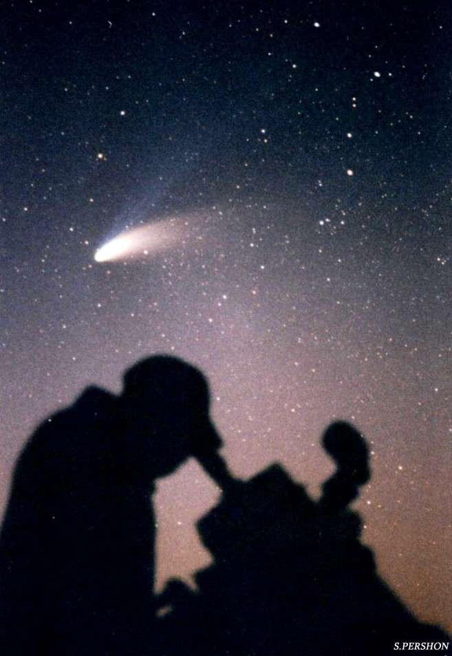 La comète Hale-Bopp au printemps 1997. © S. Pershon