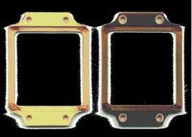 Changement de coloration d'un cadre porte échantillon en PVC après irradiation avec des ions lourds. © DR