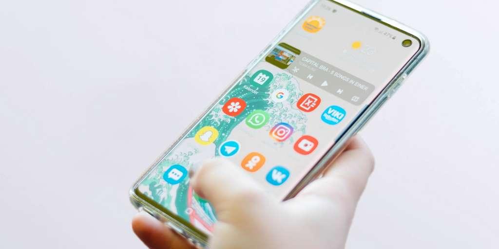 Le Samsung Galaxy S10 est actuellement à prix remisé sur le site Samsung. © Unsplash