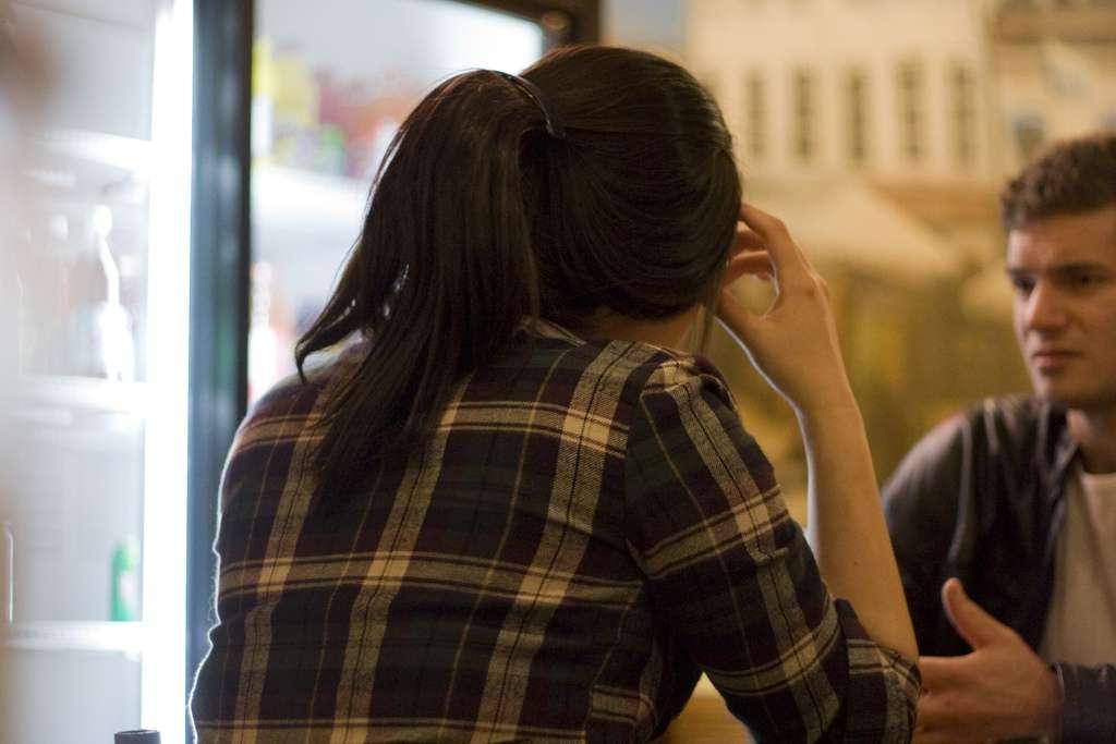 Les Hommes, pour communiquer, attendent aussi que leur interlocuteur ait fini de s'exprimer. Alors que les ouistitis laissent un blanc de 5 secondes en moyenne, nous nous limitons à 200 millisecondes, soit plus ou moins le temps d'une syllabe. © Static416, Flickr, cc by nc 2.0