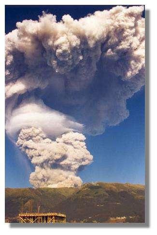 Explosion du Guagua Pichincha (7 octobre 1999, 7 h 30) Quito, Équateur. © IRD, Pascal Podwojewski