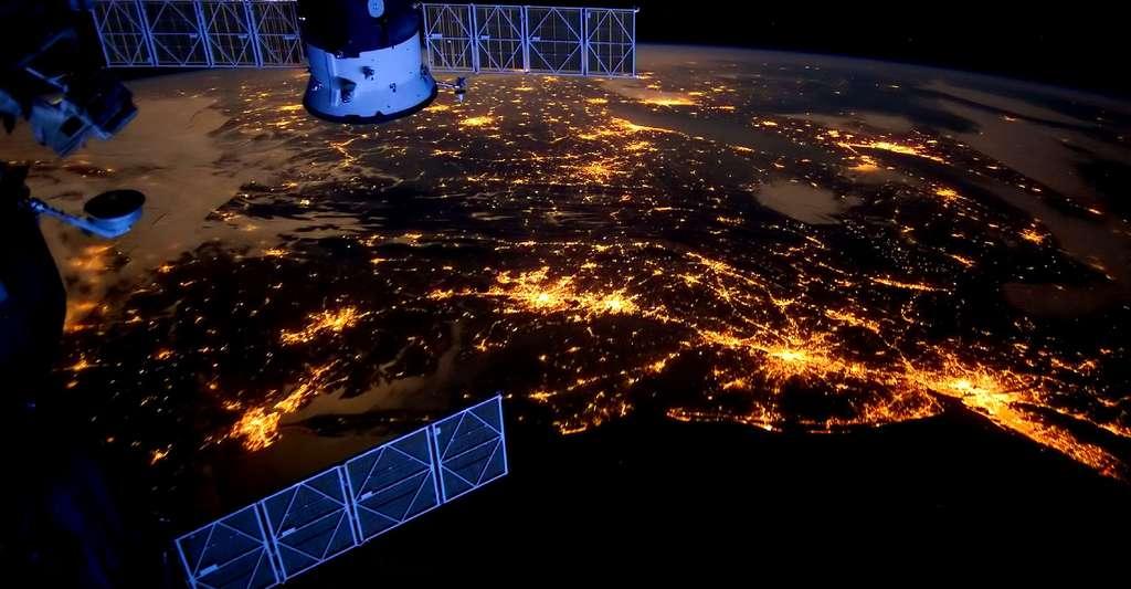Le monde satellitaire. © Tpsdave, CCO