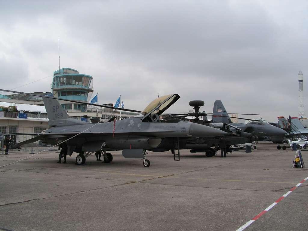 Le F-16 Fighting falcon